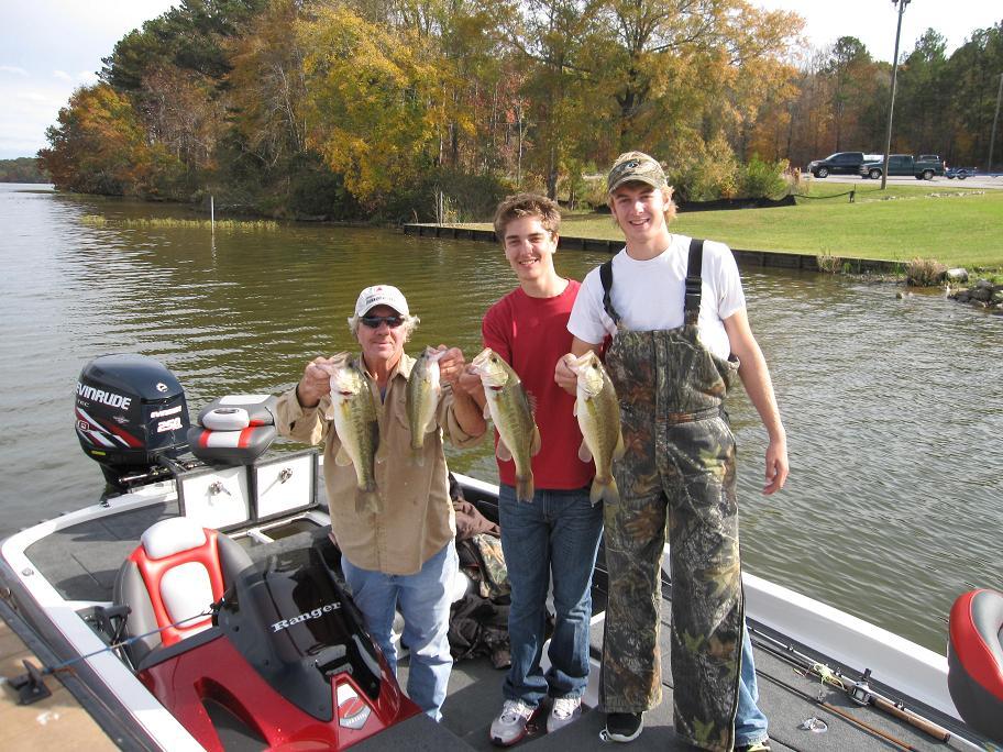Alabama s lay lake airport marine summertime tournaments for Lay lake fishing report